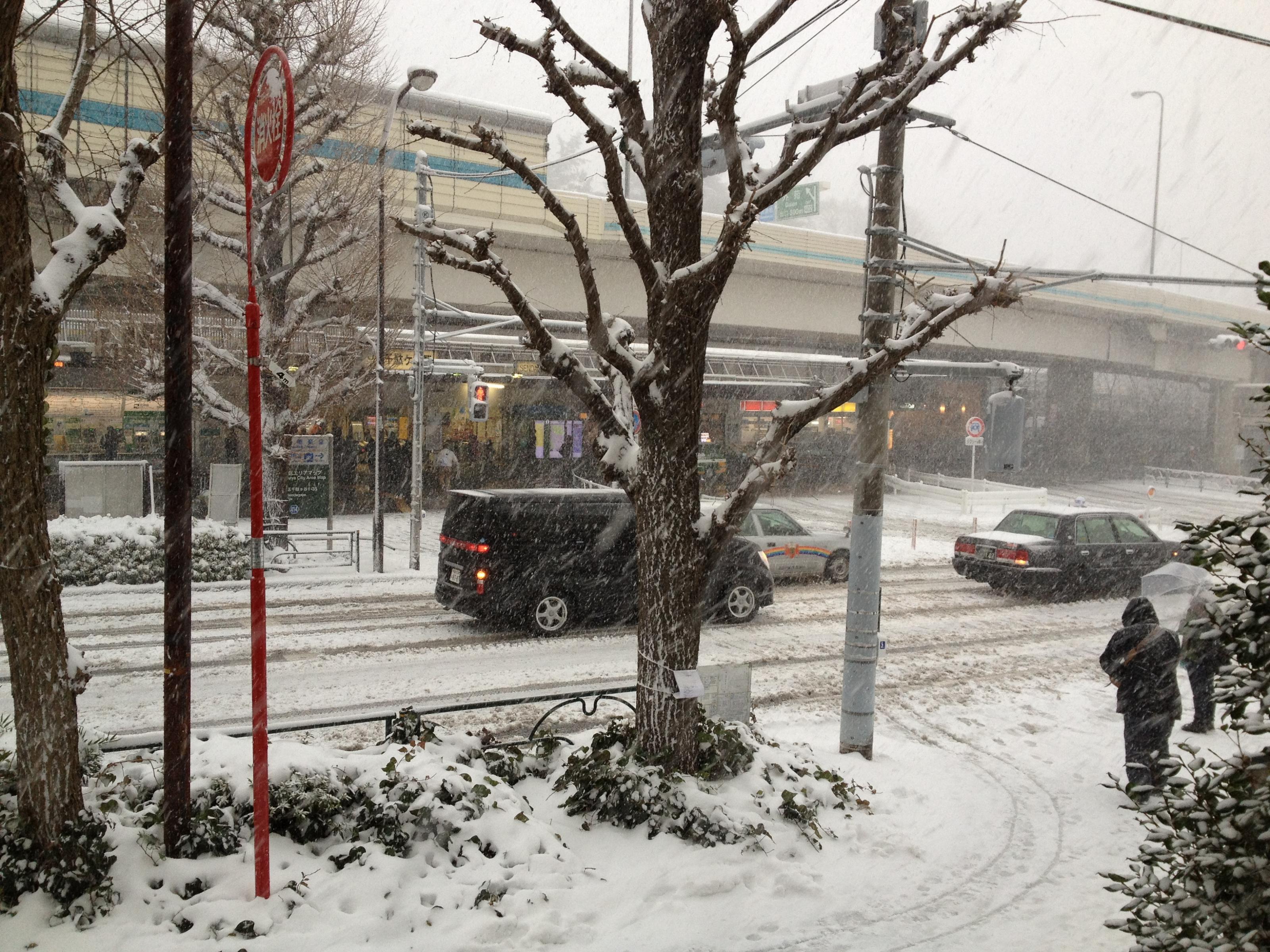 千駄ヶ谷駅前