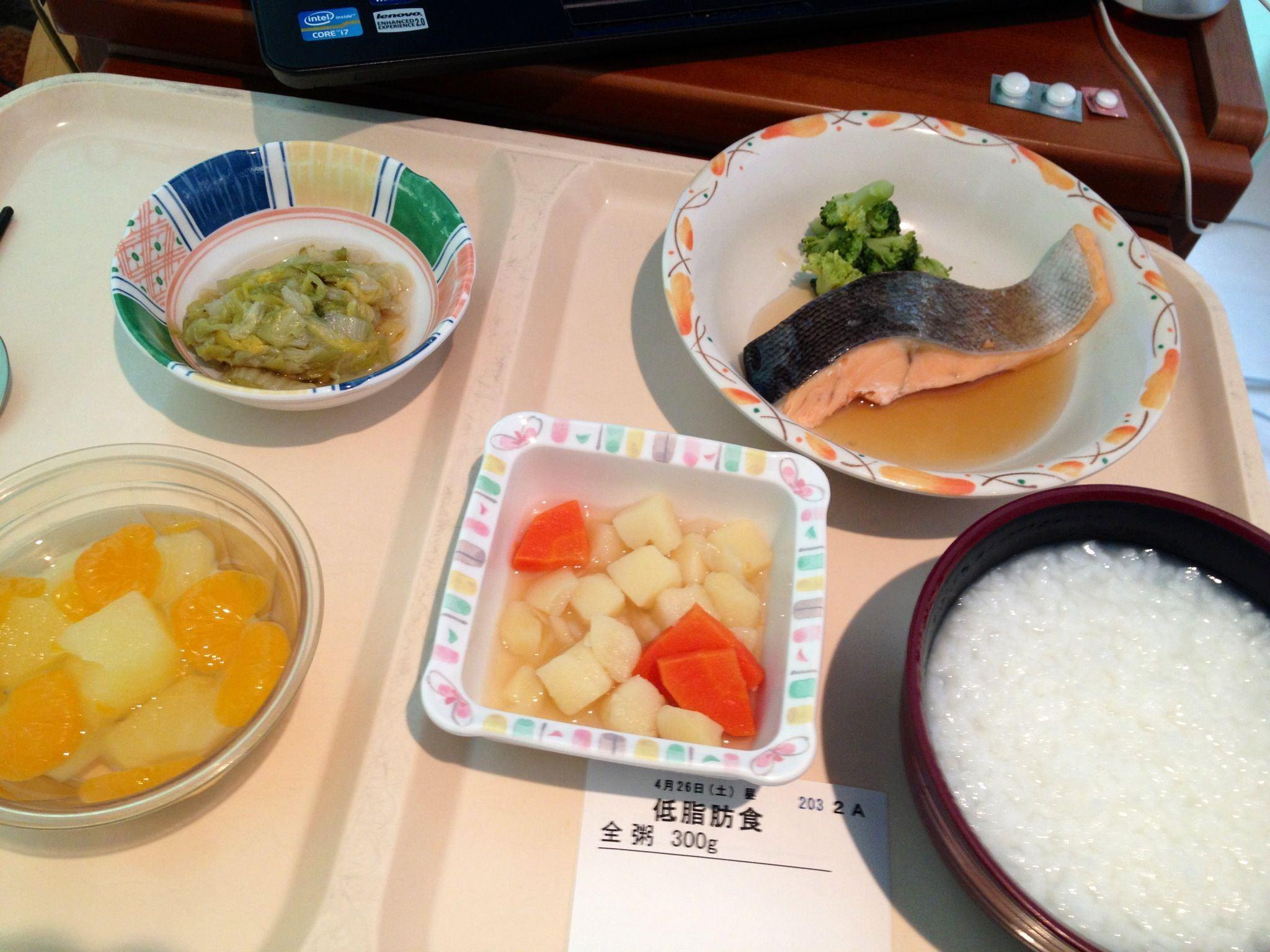 土曜日の昼の病院食