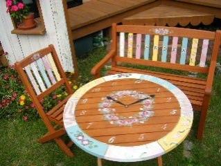 ガーデンテーブルにペイント