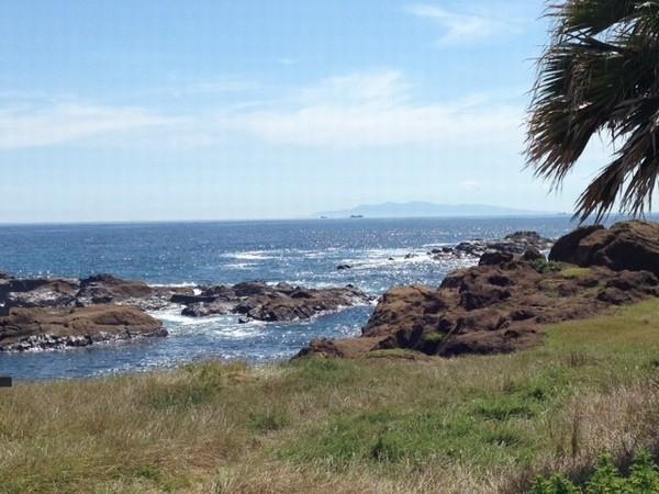 シーグラス前の海