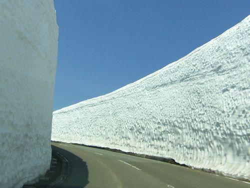蔵王エコーライン1GW2014雪の壁