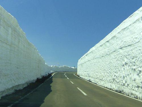 蔵王エコーライン13GW2014蔵王ハイライン雪の壁