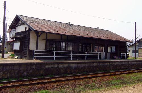 山形鉄道西大塚駅3駅舎