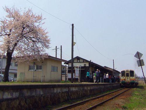 山形鉄道西大塚駅6列車到着