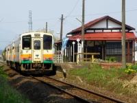 山形鉄道羽前成田駅6列車到着