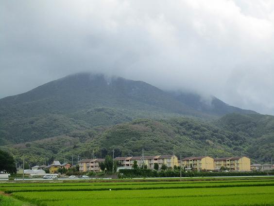 台風の雲で覆われている、上は雨だね!