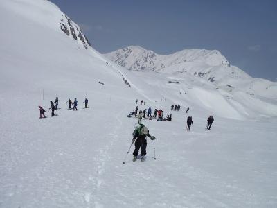 スキー客で賑わう室堂