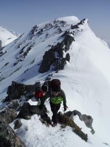 岩稜帯を進む