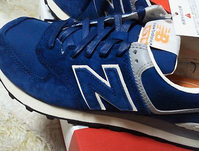 この色は新作です。一応ネイビーなんだけど…どう見ても青だよね。