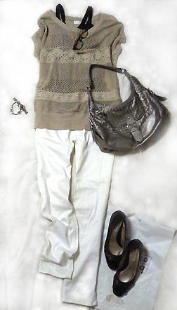 夏ニットトップス&白パンツで爽やか系通勤コーデ