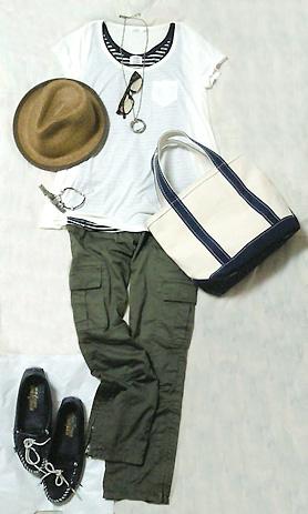 白Tシャツとカーゴパンツでシンプル大人カジュアル