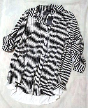 白黒のストライプシャツ。「BLISS POINT」で購入。