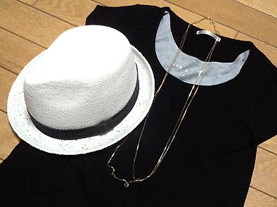 白のストローハットと黒Tシャツのコンビは最強らしい