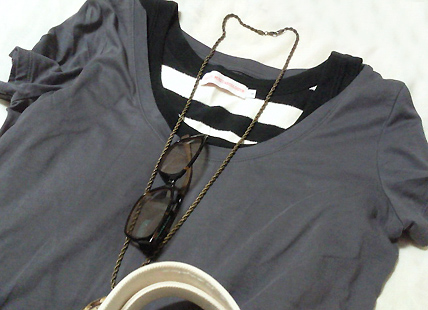 Tシャツの下はタンクトップで
