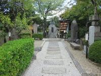 p4--壬生寺・近藤銅像