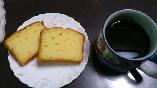 チーズ入りのパウンドケーキ カット