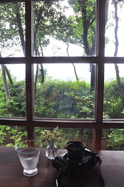 茂庵の窓辺