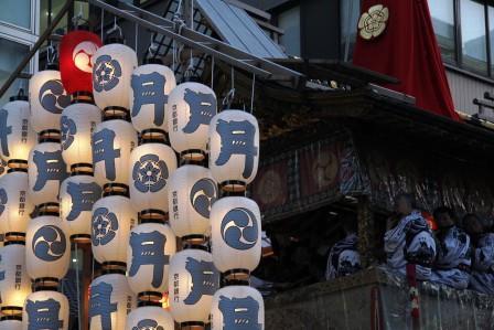 月鉾の提灯と囃子方_H26.07.15撮影