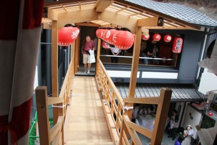 鉾内から渡り廊下_H26.07.16撮影