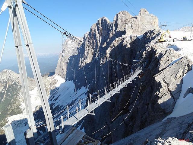 Dachstein-skywalk3-2013081413764396732850.jpg