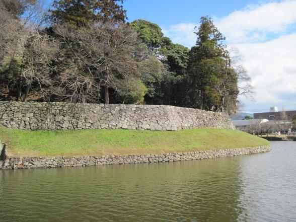 鉢巻き石垣と腰巻き石垣