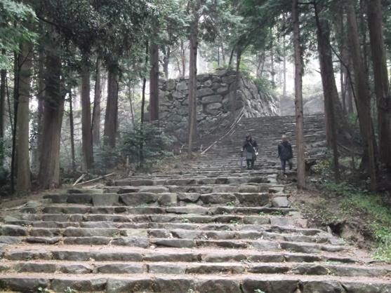 本丸へ登る石段2