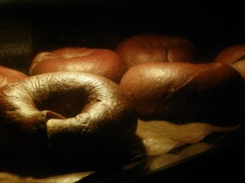 焼成中のチョコベーグル