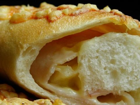 細長いベーグル ハム&チーズ 断面