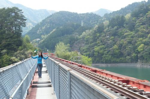 鉄橋を渡る私SCF8643_convert_20140505151600