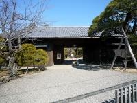 遠山記念館長屋門