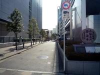 三菱自動車工業本社脇の路地