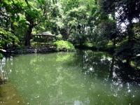 四阿のある玉の池