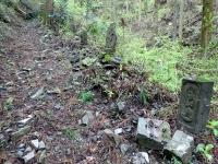 参道の石仏