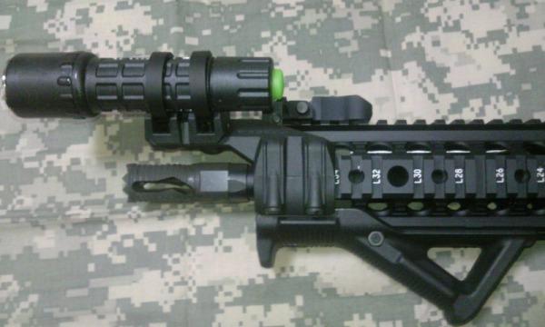 実物マグプルライトレールマウントをM4に装備1