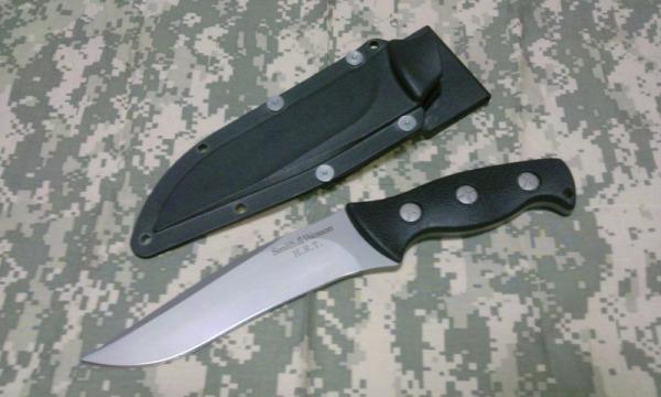 ガンスリンガーガールに登場するピノッキオのナイフ S&W HRT1