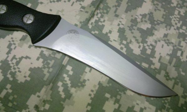 ガンスリンガーガールに登場するピノッキオのナイフ S&W HRT2