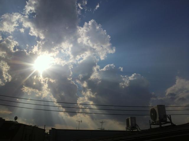 雲の木漏れ日