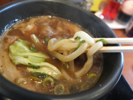 麺をディップ