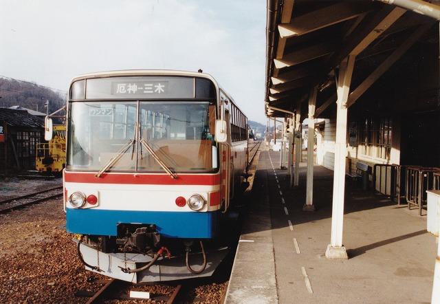 ③2三木鉄道開業時のレールバス