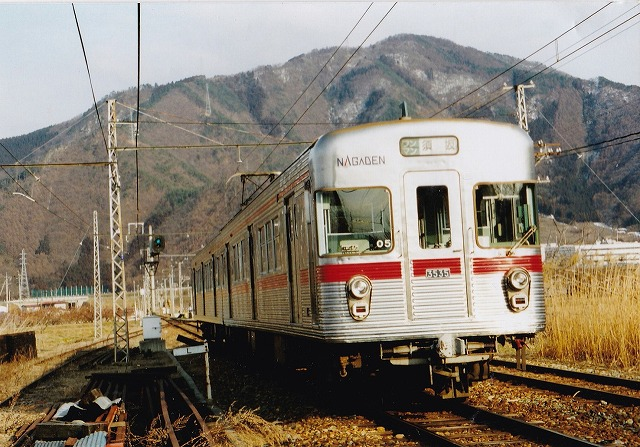 8信濃川田電車
