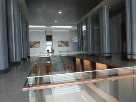 県議会議事堂 (1)