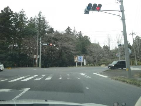 ②センターライン 消えかけた横断歩道