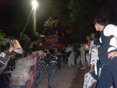 須賀神社祇園際⑲ 神輿を入れるが