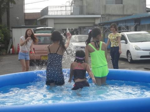 プール開きバーベキュー① 水しぶき