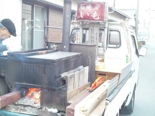 石焼いも東海が静岡県東部で販売中で買う時の屋台を写メりました寒い土曜でした