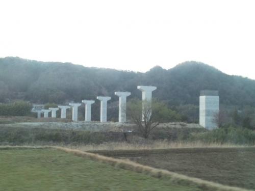 2014.3.22伊豆縦貫道路建設中の橋脚が見え気になる建設業界の俺だが道路工事は土木業界
