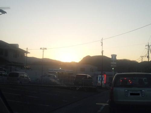西伊豆の帰りに沈んでいく夕日が実にアート的な写真に撮れた