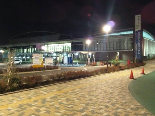 静岡県長泉町健康づくりセンターウェルピアながいずみ施設を東面からデジカメ撮影