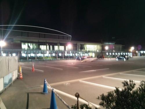 静岡県長泉町健康づくりセンターウェルピアながいずみの道路面の駐車場からデジカメ撮影