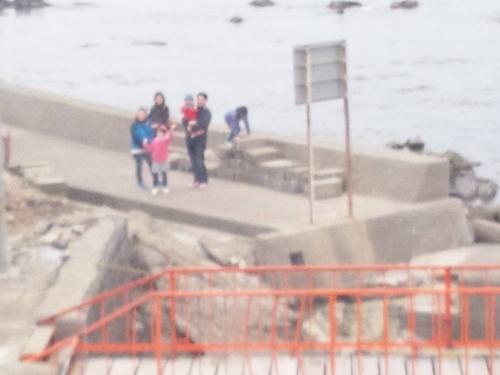 東京湾フェリーで千葉県金屋から横須賀久里浜へ行く時に手を振る子供を撮影